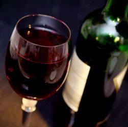 Verre et bouteille de vin